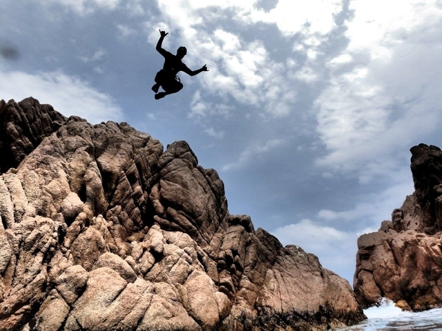 Cliff jump on the Costa Brava with Aventura Experience