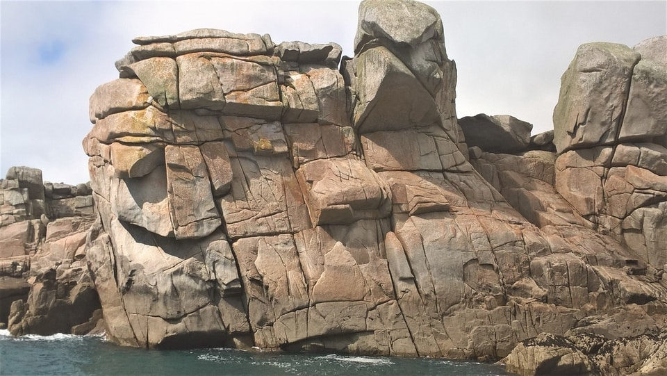 The Monk's Cowl, home to multi-pitch rock climbing on the Isles of Scilly