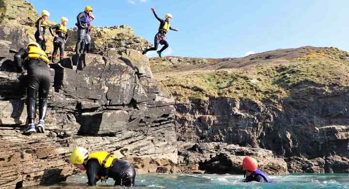 Coasteering at Praa Sands, a coasteering route with over 30 cliff jumps!