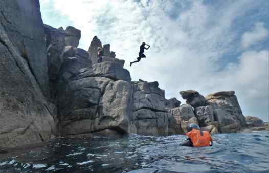 Cliff jumper makes a dramatic jump coasteering on Scilly
