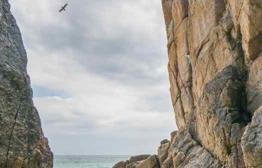 Climbing Suamico, and E3 rock climbing route at Green Bay, Porthcurno, Cornwall